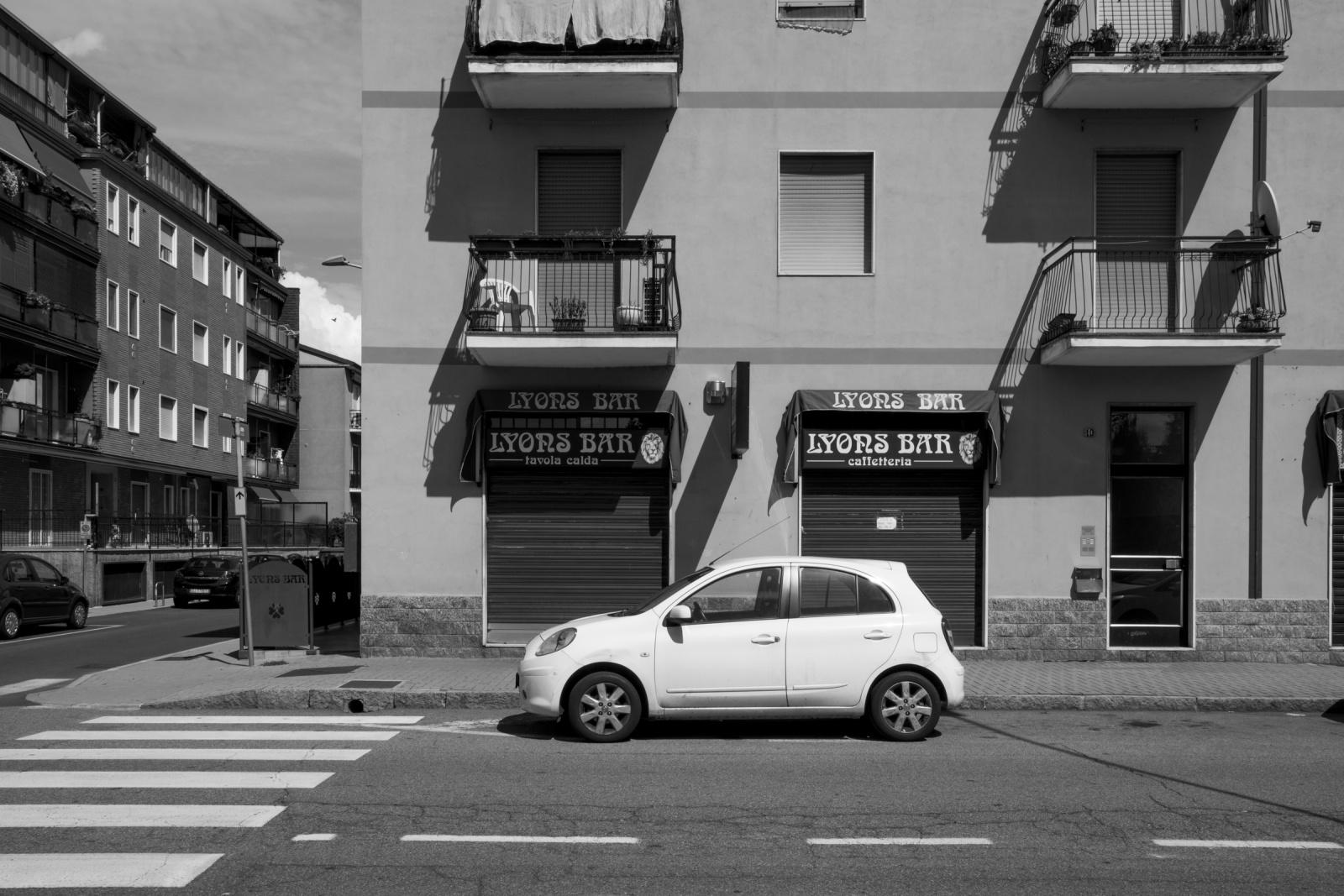 Via dei Mille, Buccinasco, Milano - Sentenza Nord-Sud, 1981: si svolge in un bar di Buccinasco uno dei più importanti summit di tutta la storia della 'Ndrangheta, tra i referenti delle 'Ndrine lombarde e i capi delle cosche calabresi.